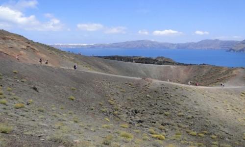 GRECJA / Santorini / Nea Kameni / Wulkan z widokiem na kalderę.