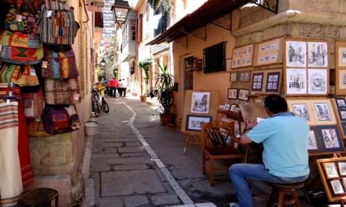 GRECJA / Kreta / Rethymnon / W uliczce starego Rethymnonu.