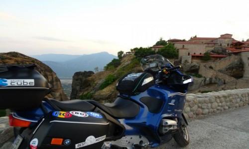 Zdjecie GRECJA / Bałkany / Meteora / Motocykl na tle