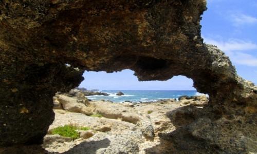 Zdjęcie GRECJA / Kreta / Elafonisi / * Przez wielką dziurę i to nie od klucza