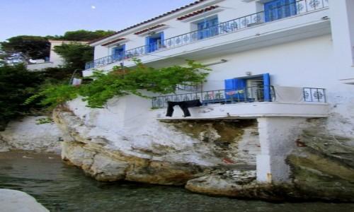 Zdjęcie GRECJA / Skiathos / Skiathos City / Dom stojący w wodzie