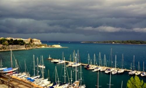 Zdjęcie GRECJA / Korfu miasto / Korfu wyspa / Marina przed burzą