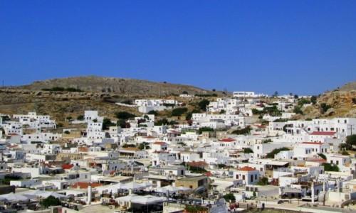 GRECJA / Rodos / Lindos / Widok na Lindos z drogi na Akropol