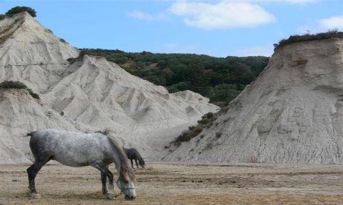 Zdjecie GRECJA / Kreta / okolice Topoli / Ziemne piramidy na Krecie