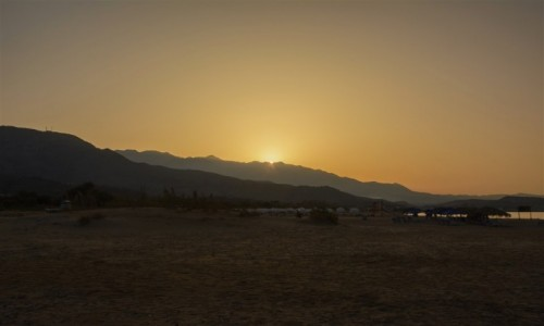 Zdjecie GRECJA / Kreta / plaża pomiędzy Kavros i Georgioupoli / zachód słońca nad Georgioupoli
