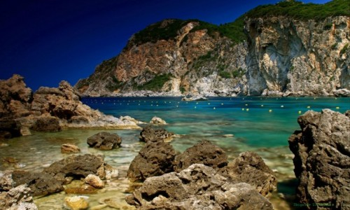 GRECJA / Korfu / Paleokastritsa  /  Żwirkowate i kamieniste plaże