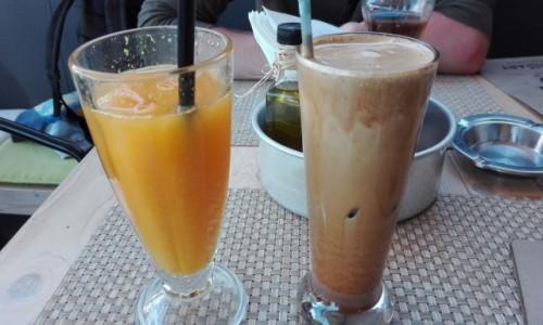 GRECJA / Korfu / Korfu - miasto / Świeży sok pomarańczowy i frappe w korfiańskiej kawiarni