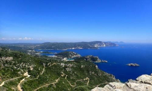 GRECJA / Korfu / Pelokastritsa / Pelokastritsa - widok na zatoczki