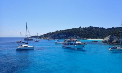 GRECJA / Korfu / Korfu - morze / Statek wycieczkowy. Rejs w pobliżu Korfu.