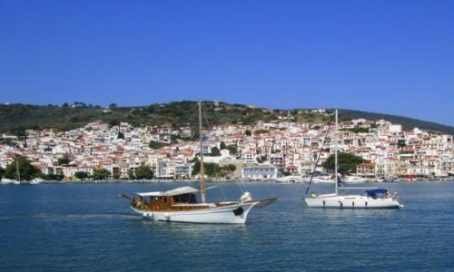 GRECJA / Sporady Północne / Skopelos Town / Wpływamy do portu Skopelos