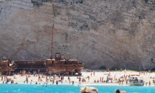 Zdjecie GRECJA / Zakynthos / Zakynthos / Wrak na plaży przemytnikó