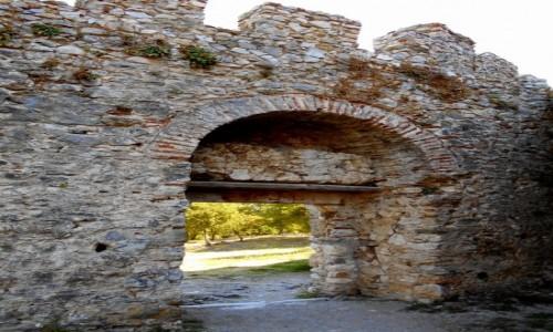 GRECJA / Macedonia / Platamonas / Mury obronne zamku w Platamonie