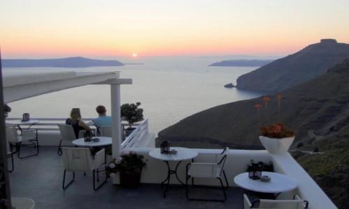 Zdjecie GRECJA / Cyklady, Santorini / Fira / Oglądając zachód słońca...