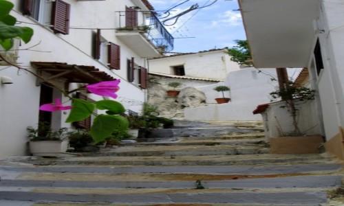 Zdjecie GRECJA / Sporady Północne / Skiathos Town / Po schodkach