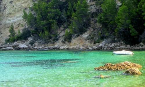 GRECJA / Sporady Północne / Alonissos Patitiri / ^Niesamowity kolor wody w Patitiri