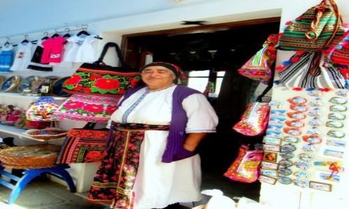 Zdjecie GRECJA / Karpathos / Olympos / Lokalna sprzedawczyni