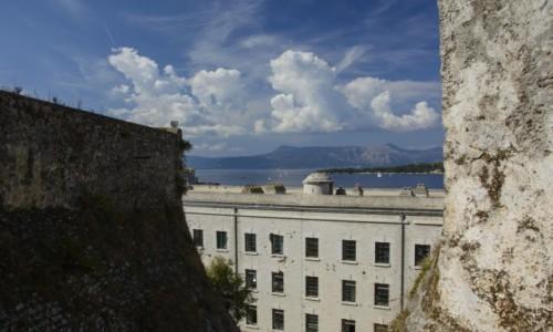 GRECJA / Wyspy Jońskie - KORFU / Kerkyra / widok ze Starej Twierdzy na Pantokrator