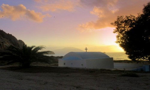 GRECJA / Karpathos / Arkasa / Kapliczka przy plaży