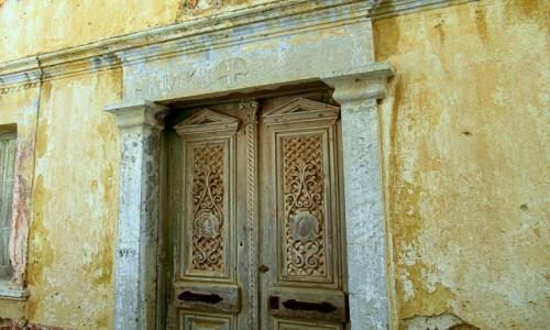 Zdjecie GRECJA / Karpathos / Olympos / Stare drzwi