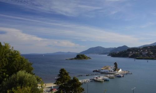 GRECJA / Wyspy Jońskie-Korfu / Kanoni / widok na Vlachernę i Pontikonissi