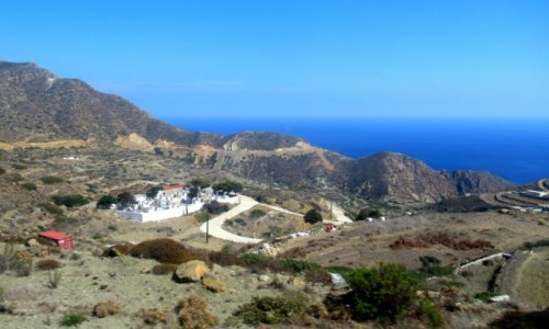 GRECJA / Karpathos / W drodze do Olympos / Cmentarz w dolinie