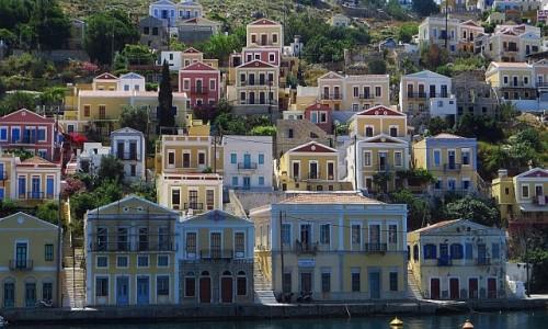GRECJA / Archipelag Dodekanez / Simi / kolorowe domki