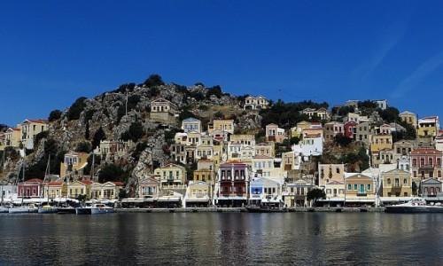 Zdjecie GRECJA / Archipelag Dodekanez / Simi / kolorowe domki w porcie