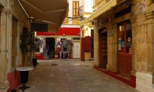 Zdjecie GRECJA / Archipelag Dodekanez / Wyspa Simi - Gialos / uliczka w Gialos