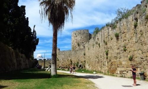 Zdjecie GRECJA / Archipelag Dodekanez / Wyspa Rodos - Rodos / Pałac Wielkich Mistrzów - fosa
