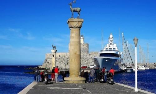 Zdjecie GRECJA / Archipelag Dodekanez / Wyspa Rodos - Rodos / wejście do portu Mandraki