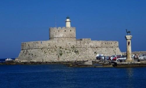 GRECJA / Archipelag Dodekanez / Wyspa Rodos - Rodos / port Mandraki - Wieża św. Mikołaja