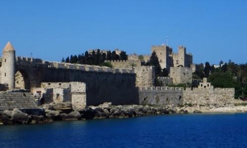 GRECJA / Archipelag Dodekanez / Wyspa Rodos - Rodos / Pałac Wielkich Mistrzów - widok z portu Mandraki