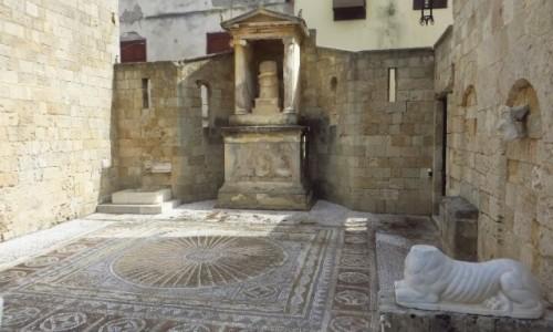 Zdjecie GRECJA / Archipelag Dodekanez / Wyspa Rodos - Rodos / Muzeum Archeologiczne - dziedziniec