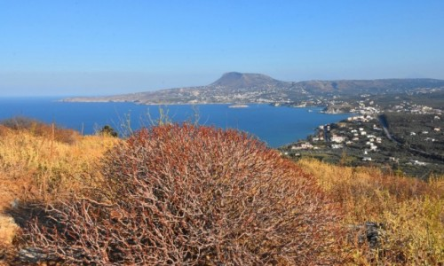 GRECJA / Kreta / Aptera / Widok ze wzgórza na zatokę Souda