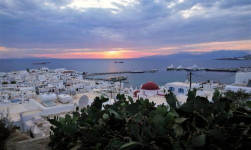 GRECJA / Cyklady / Chora, Mykonos / Zachód słońca  nad Mykonos