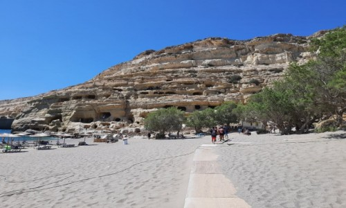 Zdjęcie GRECJA / Południowa Kreta / Matala / Plaża, w te skała z jaskiniami hipisów z lat 60/70