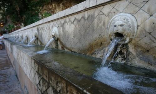 Zdjecie GRECJA / Kreta / Spili / Fontanna z 25 rzeźbionymi głowami lwów