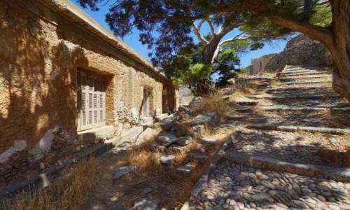 GRECJA / Kreta / Spinalonga, wyspa trędowatych / Pod górkę
