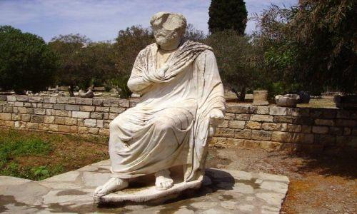 Zdjęcie GRECJA / Kreta / Gortyna / rzeżba przy ruinach w Gortynie