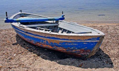 Zdjecie GRECJA / Riwiera Olimpijska / ok. Nei Pori / stara łódź.....