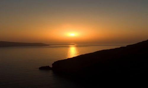 Zdjecie GRECJA / Santorini / Fira / słońce zachodzi nad Santorini ....