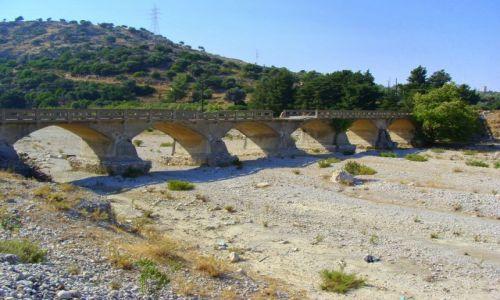 Zdjecie GRECJA / Rodos / Kolimbia / Stary most na rzece Lutónis