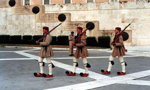 Zdjęcie GRECJA /  ATENY / Plateia Syntagmatos. / Grób Nieznanego Żołnierza - zmiana warty.