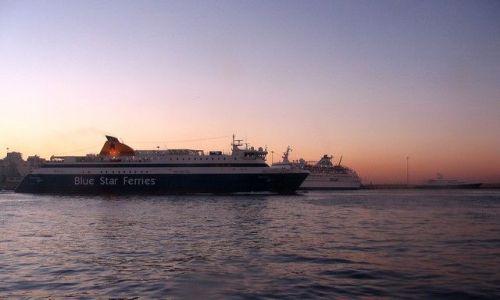 Zdjecie GRECJA / Attyka / Pireus /  świt w porcie