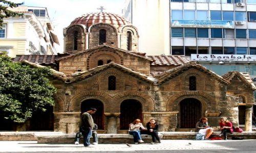 Zdjecie GRECJA / Attyka / Ateny / stara cerkiew i nowe domy