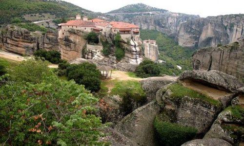 GRECJA / Tesalia /  okolica Kalambaki - Meteory / klasztor na skale