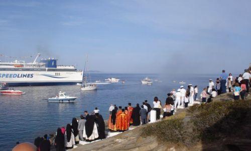 Zdjecie GRECJA / Morze Egejskie / Wyspa Sifnos (Cyklady) / w oczekiwanie na przybycie ikony...
