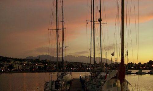 GRECJA / wyspa Kreta / miasteczko Rethymno / port w Rethymno o zmierzchu
