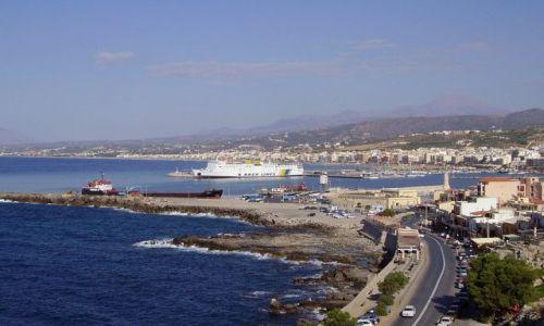 GRECJA / wyspa Kreta / miasteczko Rethymno / widok na zatoke i port w Rethymno