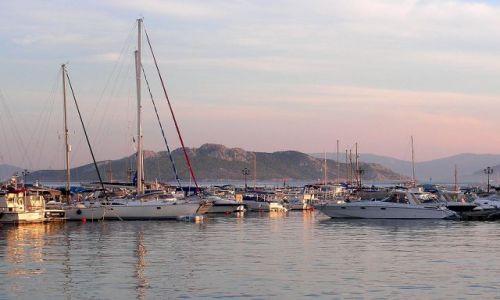 Zdjęcie GRECJA / Peloponez / Methana / Marina o świcie